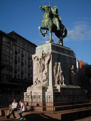 Montevideo, Avenida 18 de Julio, Monumento al Gaucho