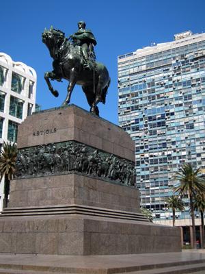 Montevideo, Plaza de la Independencia, Artigas, mausoleo