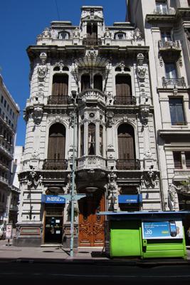 Montevideo, Avenida 18 de Julio, Museo del Gaucho, Alfred Massüe, Palacio Uriarte de Heber