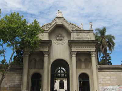 Montevideo, Cementerio Central, entrance gate