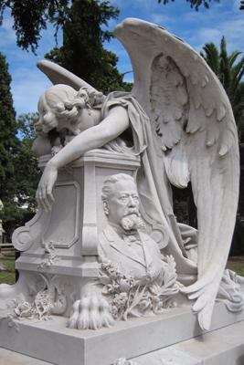 Montevideo, Cementerio Central, Garulla