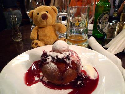 Romania, Bucharest, Bucureşti, Caru' cu Bere, papanaşi, dessert